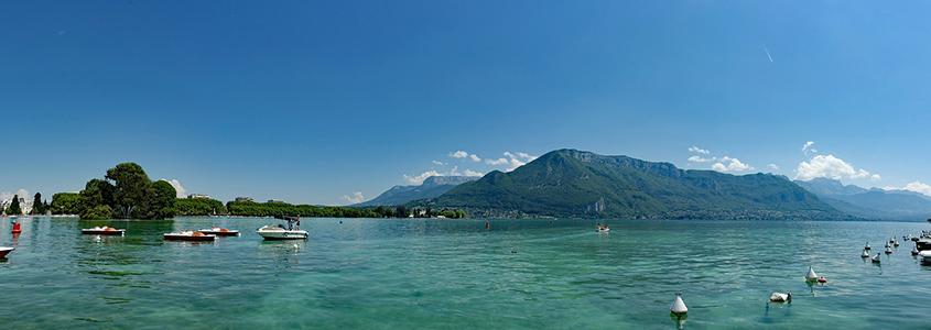 Découvrez Annecy et son superbe lac. Une magnifique ville pour investir.