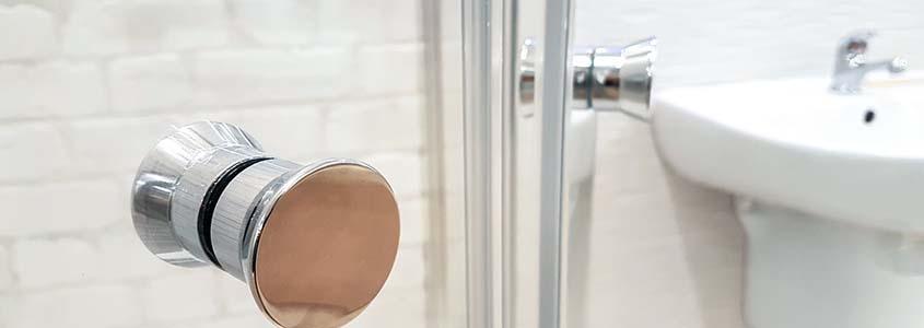 Quel revêtement faut-il choisir pour couvrir un carrelage dans une douche?